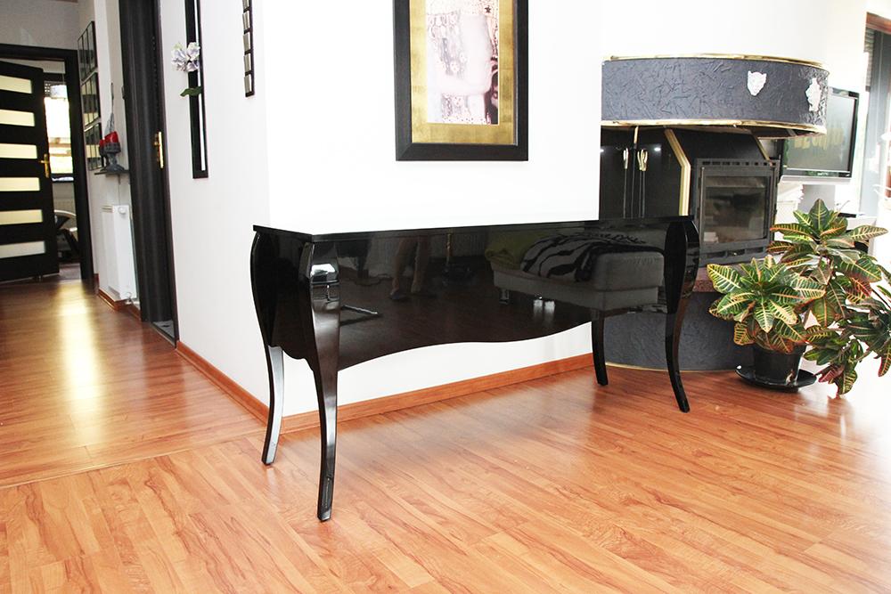 stylizowany stolik